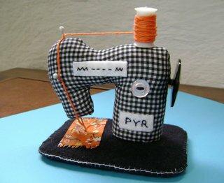 Швейная машинка из текстиля - выкройка