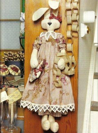 Выкройка мягкой куклы Зайчихи.