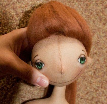 Шерсть + иголки = причёска для куклы. Мастер-класс