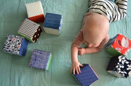 Развивающие игрушки для новорожденных. Развивающие кубики – мастер-класс